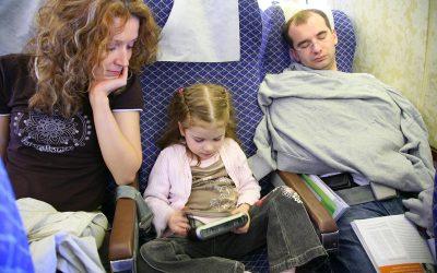 Consejos de su pediatra para disfrutar de los viajes navideños con niños